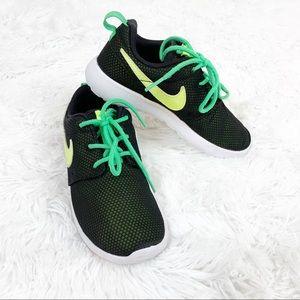 Nike Toddler Boy's Roshe Run Sneaker size 12C